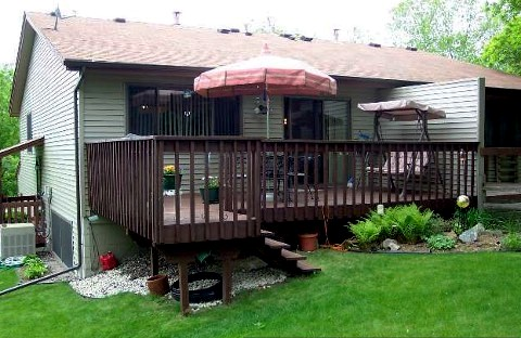 eden prairie twin home has a deck