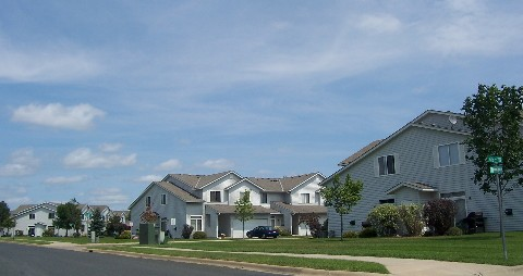 klingelhutz built townhomes off of parkway in shakopee