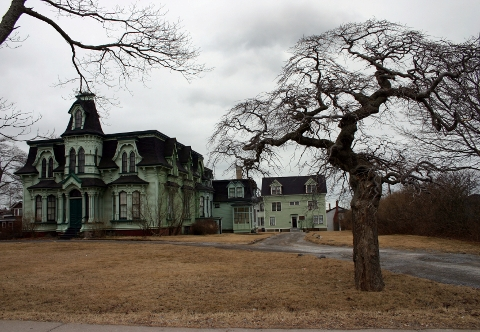 Old Abandoned Mansions for Sale http://realestatetwincities.net/abandoned-houses/