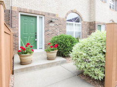 Clean 3BR/3BA 2 car Eden Prairie townhome in Regency Parc